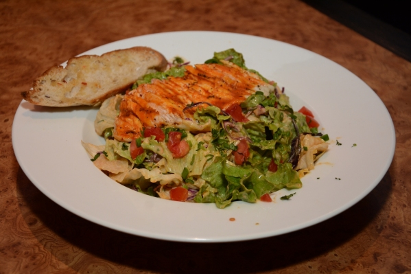 grilled-chicken-salad-in-red-hot-sauce