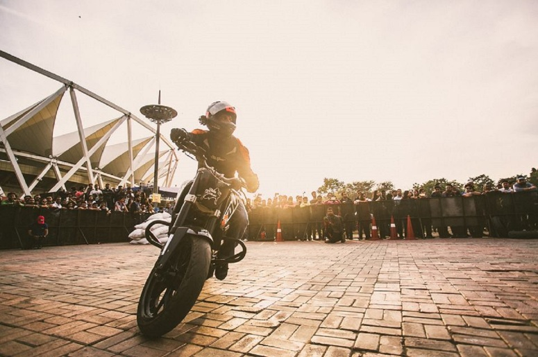 biking-stunt-in-action-at-riders-music-festival